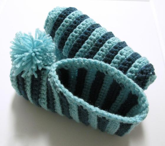 Pantoufles a rayures au crochet