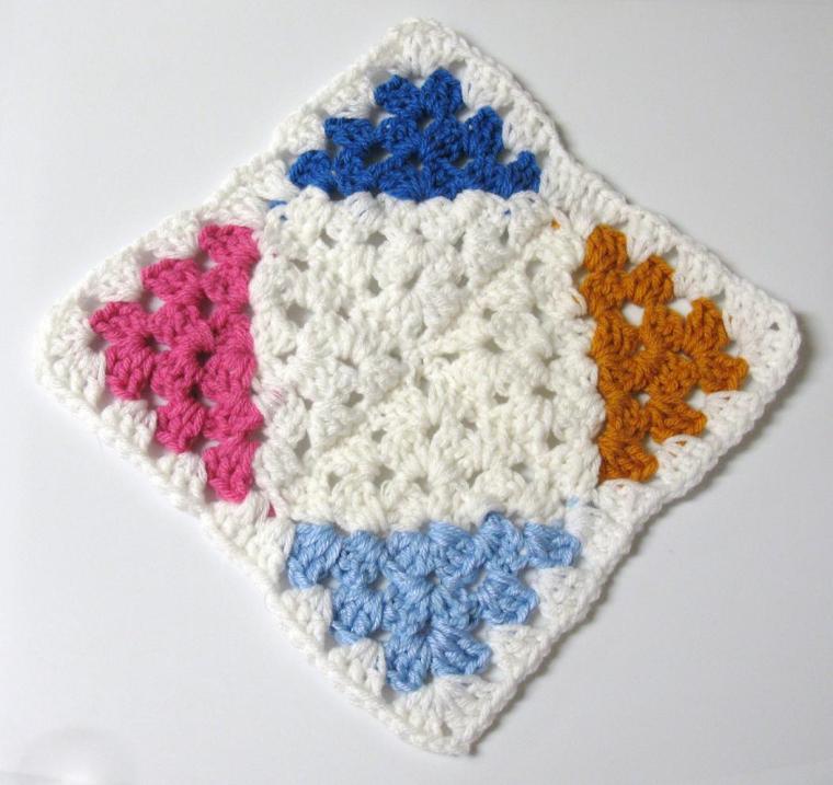 assemblage carre bicolore a la diagonale - bordure