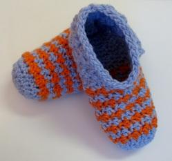 Pantoufles deux couleurs avec rayures au crochet