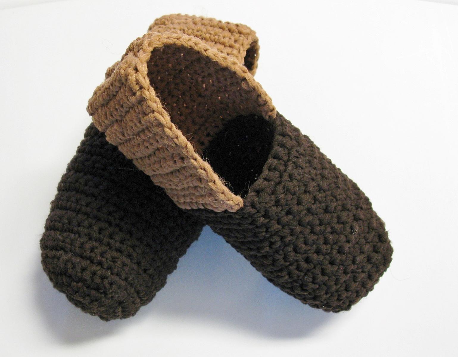 1001 petits chaussons au crochet – 3 petites mailles