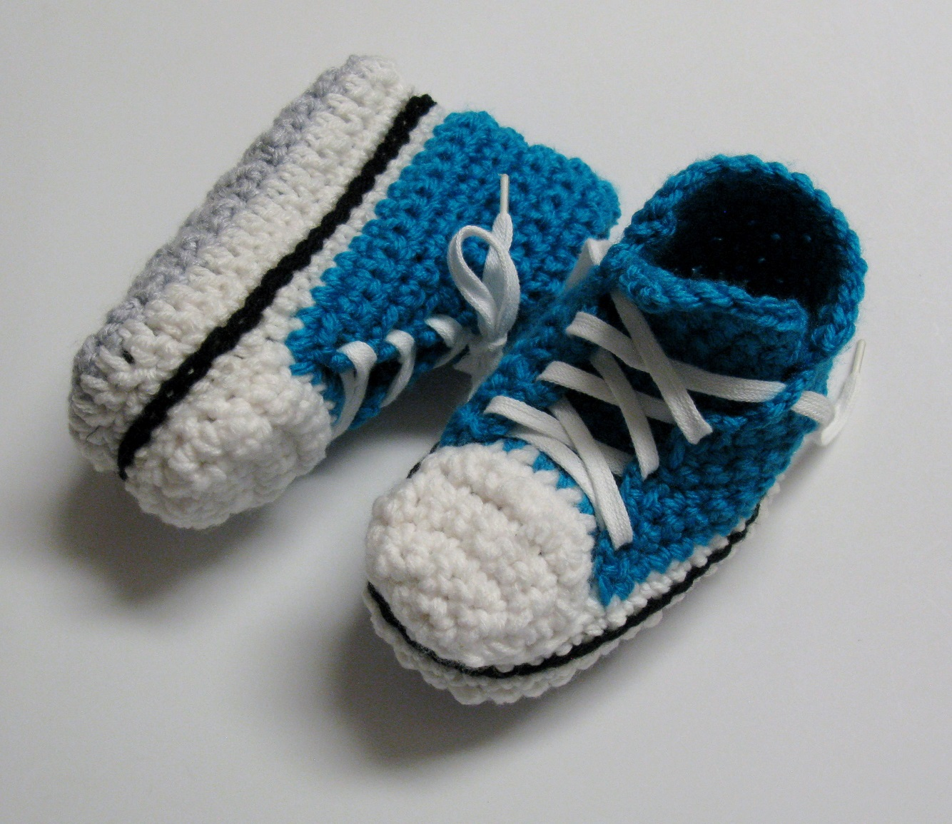 Pantoufles Converse au crochet pour enfants 2 à 10 ans