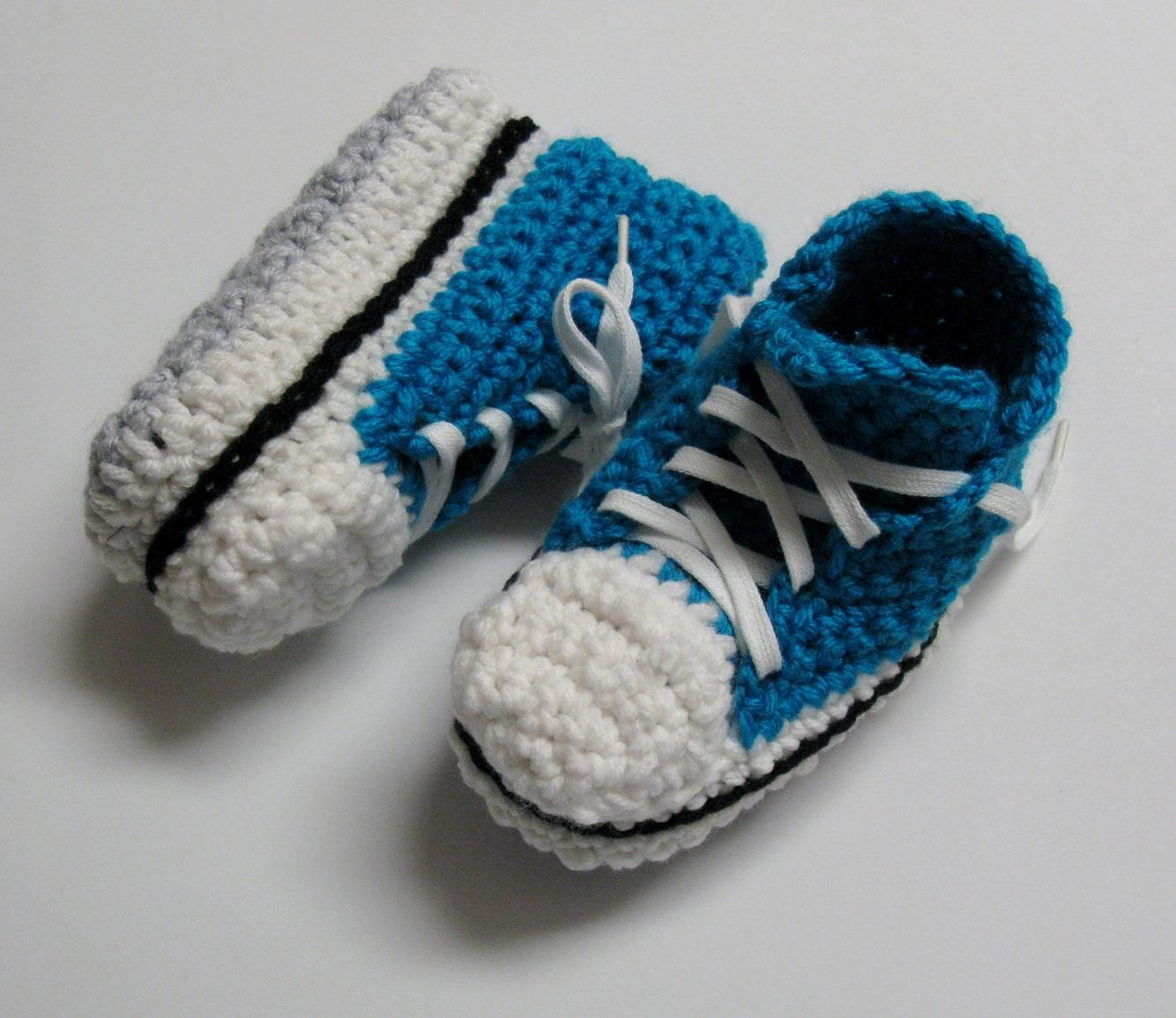 Pantoufles Converses au crochet pour enfants 2 à 10 ans